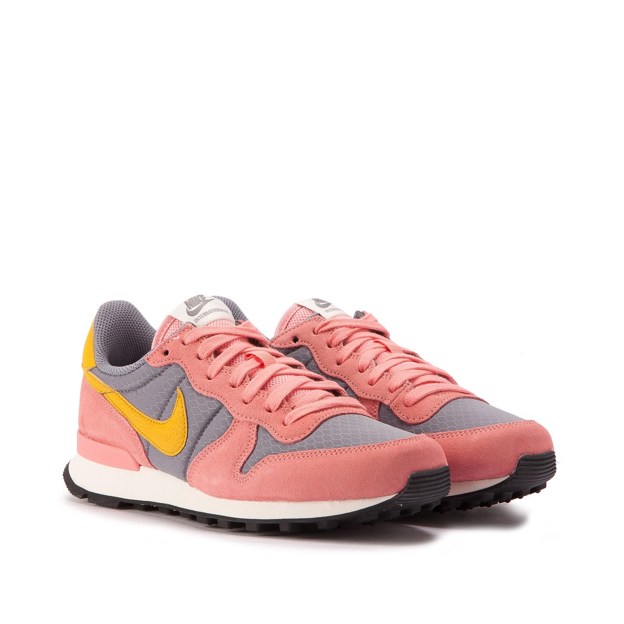 nike the internationalist women's